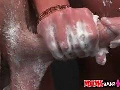 Experienced milf knows how to turn on fallow.