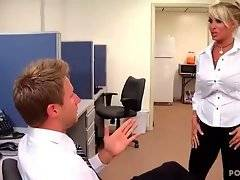 Slutty blonde wants to have fuck with her boss